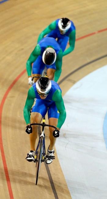 O trio brasileiro na prova de velocidade por equipes no ciclismo de pista: bronze no Pan de Toronto