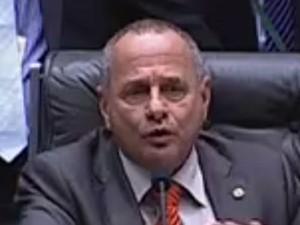 Carlos Manato assume comando da sessão da Câmara (Foto: Reprodução/TV Câmara)