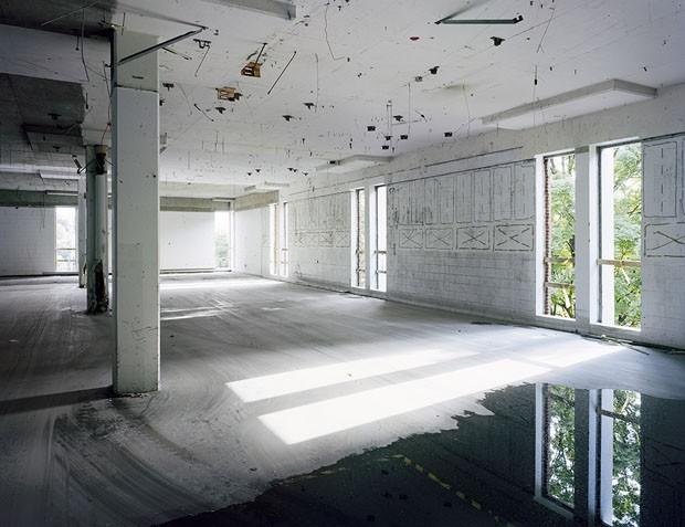 INTERIOR OF BUILDING W1, POLAROID, WALTHAM, MASSACHUSETTS 2009 (Foto: Robert Burley/Divulgação)