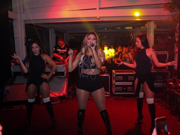 Lexa se apresenta em festa em Florianópolis, Santa Catarina (Foto: Rafael Rafick/ RR Photo/ Divulgacao)