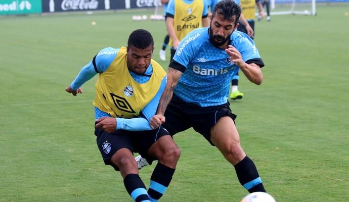 Douglas treino Grêmio (Foto: Eduardo Deconto/GloboEsporte.com)