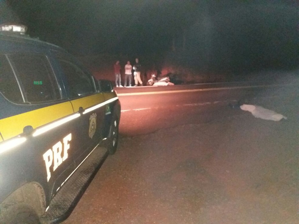 PRF foi avisada sobre o acidente pouco antes das 19h (Foto: Divulgação/PRF)