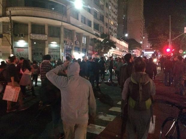 Grupo se reuniu e seguiu pela Rua da Consolação em direção à Paulista (Foto: Glauco Araújo/G1)
