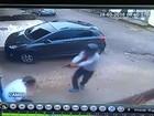 Câmera registra momento em que comerciante é baleado em Belém