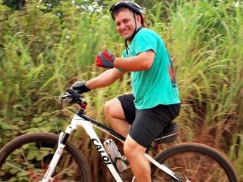 Eletricista Augusto Savaro usa a bicicleta diariamente para ir ao trabalho (Foto: Arquivo pessoal/ Sérgio Urel)