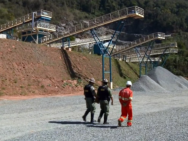 Polícia Militar Ambiental fiscaliza pedreiras na região de Pouso Alegre (Foto: Reprodução EPTV)