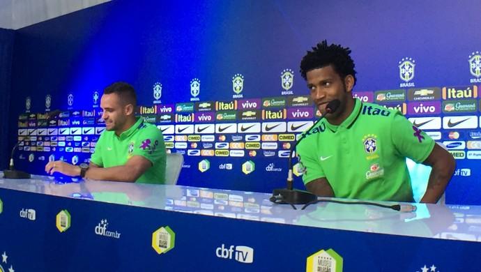Renato Augusto e Gil, coletiva da Seleção  (Foto: Edgard Maciel de Sá)