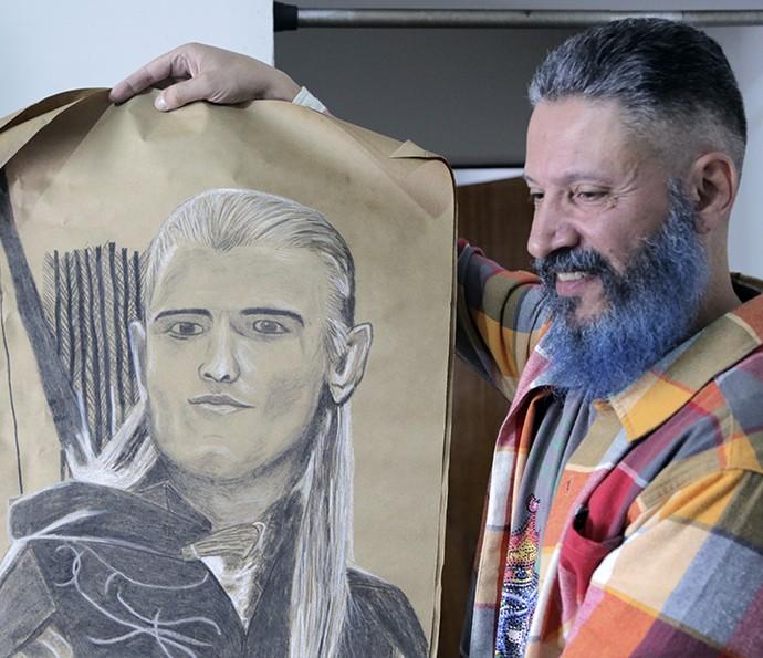 Laércio do BBB16 tem a barba pintada de azul (Foto: João Mello/Gshow)
