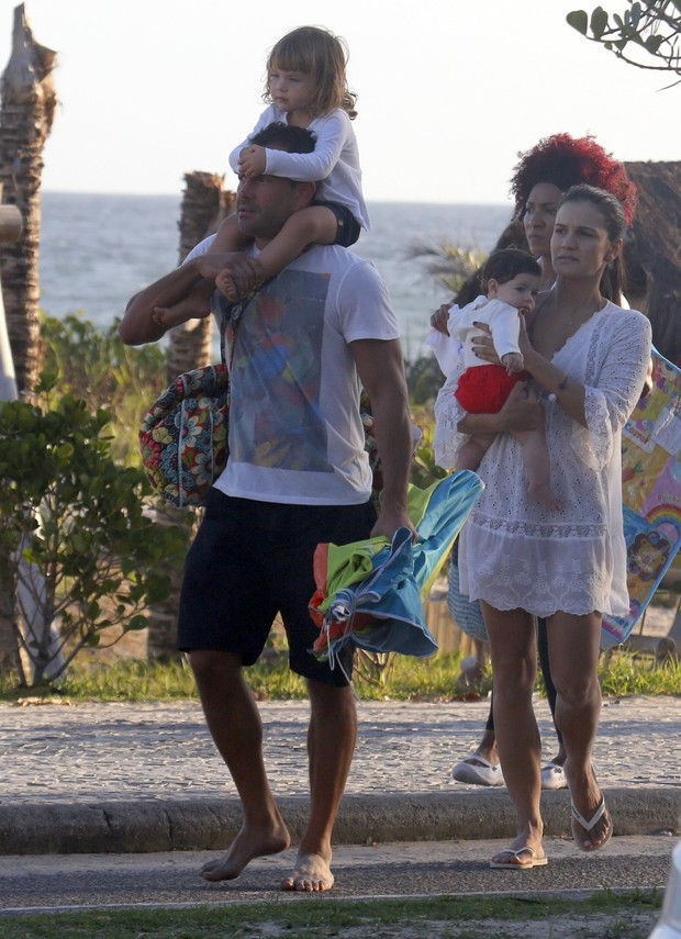 Malvino Salvador com a família (Foto: Ag,News/Dilson Silva)