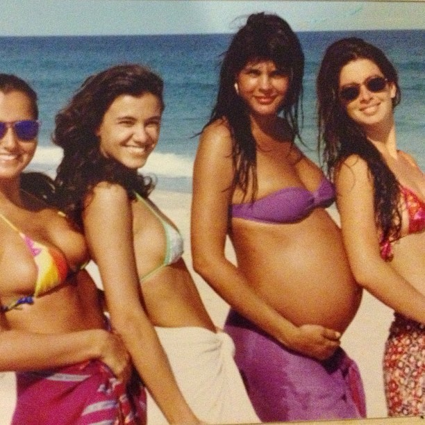 Monique Evans posta foto grávida de Bárbara