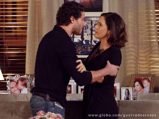 Fábio vai tirar satisfações com Manoela (Foto: Guerra dos Sexos / TV Globo)