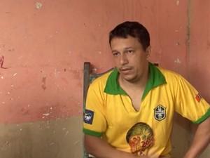 Pai de Caio lamenta a morte do filho (Foto: Reprodução/TV Santa Cruz)
