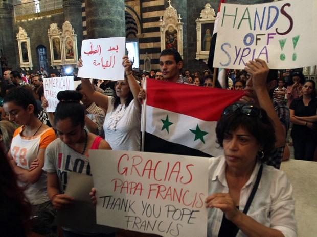 Cristãos sírios fazem vigília pela paz no país atendendo a pedido do Papa Francisco (Foto: Louai Beshara/AFP)