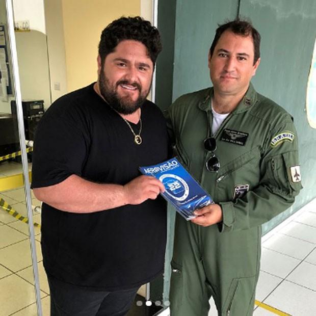 César Menotti agradece apoio de base aérea  (Foto: Reprodução)
