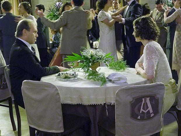 Jesuíno poibre esposa de dançar com ele ou com outros (Foto: Gabriela / TV Globo)