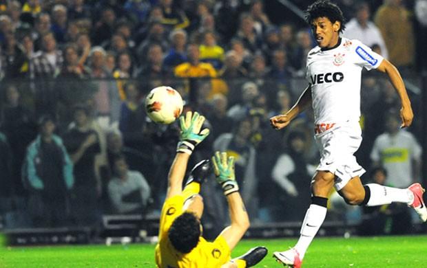 Romarinho marca gol do Corinthians contra o Boca Juniors