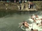 Russos e sérvios celebram Epifania com banho gelado em pleno inverno