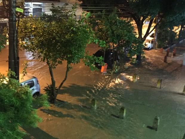 Na Tijuca, alagamento na Rua do Matoso, esquina com Haddock Lobo (Foto: Rosana Rouvenat/Arquivo pessoal)