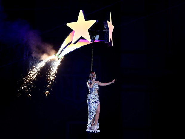 Katy Perry canta no Super Bowl em Glendale, no Arizona, nos Estados Unidos (Foto: Ronald Martinez/ AFP)