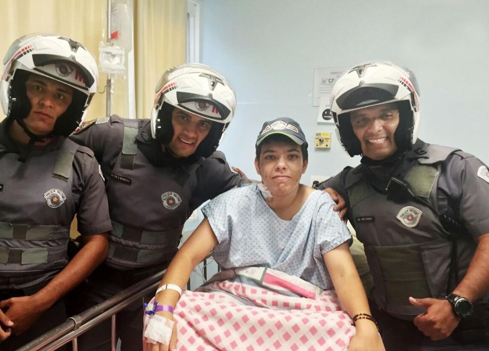 Jovem está em tratamento contra a leucemia, mas sonha com recuperação para se tornar PM (Foto: Polícia Militar/Divulgação)