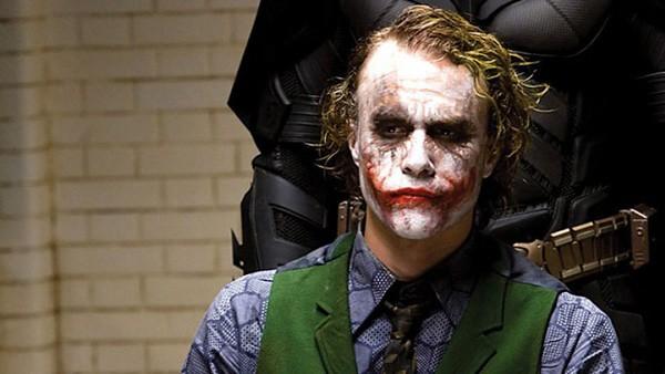 Heath Ledger na cena em que é interrogado por Christian Bale em Batman: O Cavaleiro das Trevas (2008) (Foto: Divulgação)