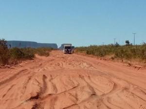 Moradores dizem que estradas não passam por manutenção há quatro anos (Foto: Lázara Mara/VC no G1)