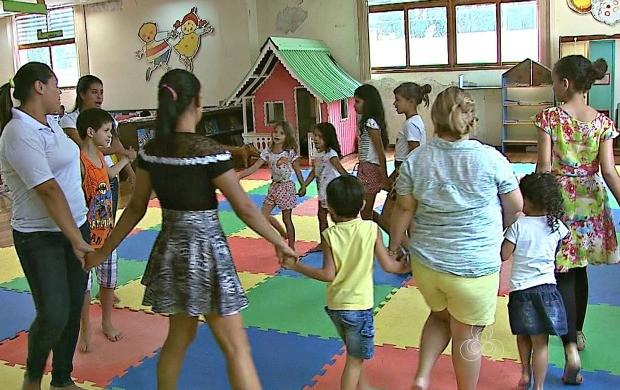 Crianças participam de atividades educativas em espaço infantil na Biblioteca Pública de Rio Branco (Foto: Bom Dia Amazônia)