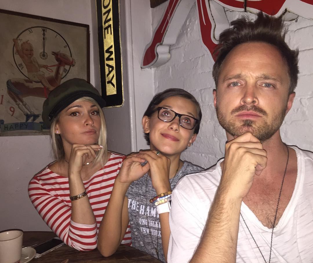 Millie com Aaron e Lauren (Foto: Reprodução/Instagram)