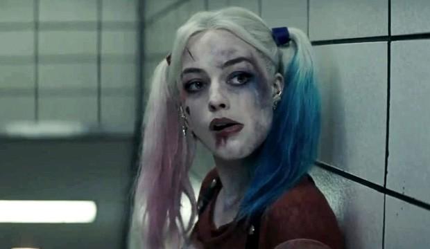 Margot Robbie não aguenta mais ver 'Esquadrão Suicida' levar um surra da crítica (Foto: Reprodução)