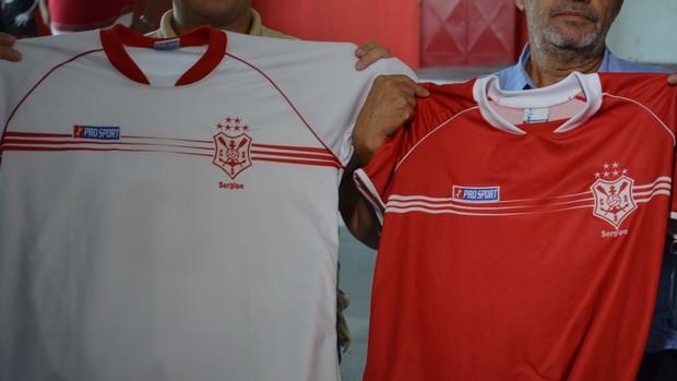 Camisas do Sergipe PRO SPORT (Foto: Thiago Barbosa / GLOBOESPORTE.COM)