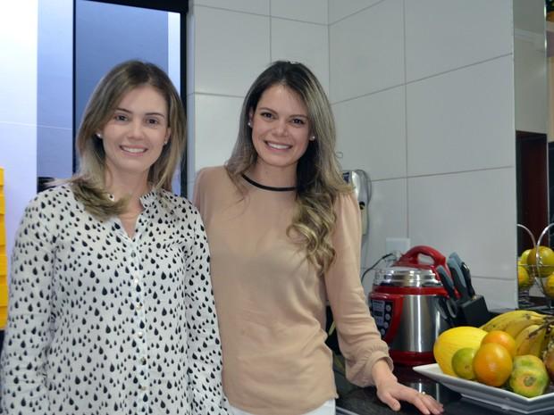 Tatiane e Tamires montaram blog com dicas de alimentos sem leite e glúten, Varginha, MG (Foto: Samantha Silva/G1)