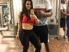 Viviane Araújo posa de barriga de fora após treino: 'Carnaval chegando'