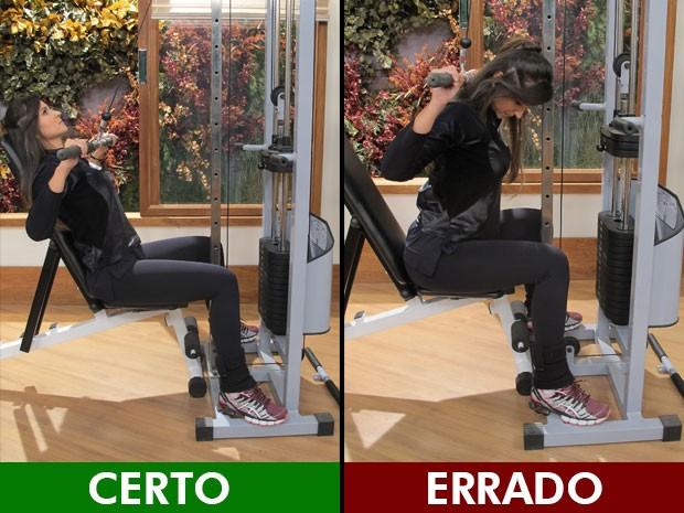 Ao puxar a barra, é melhor trazê-la para a frente do corpo, nunca para trás, como mostra a educadora física Luciana Brait (Foto: Mariana Palma/G1)