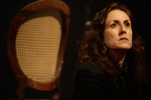 Bel Garcia em cena de 'ensaio.Hamlet', peça dirigida por Enrique Diaz (Foto: Reprodução)