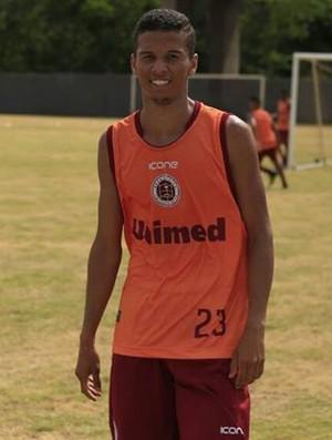 Vinícius agradou ao técnico Rossato e foi confirmado no elenco da Desportiva Ferroviária (Foto: Marlon Max)
