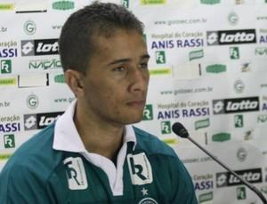 Léo Silva é apresentado no Goiás (Foto: Rosiron Rodrigues/Goiás E.C.)