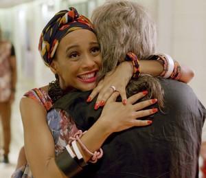 Momento tiete! Michele conhece seu ídolo da adolescência (Foto: TV Globo)