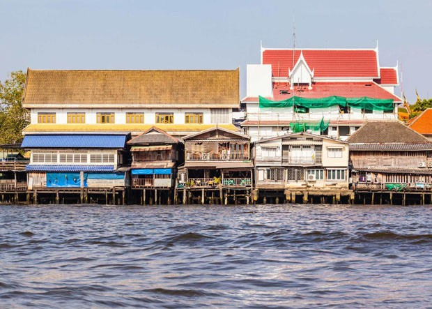 Site: Chao Phraya RiverCountry: ThailandCaption: Colorful houses on stilts on the riverside of chao Praya River in Bangkok, ThailandPhotographer: Dario Lo PrestiProvenance: Shutterstock 346765739 (Foto: Divulgação)