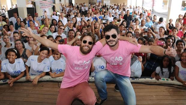 Os atores Alejandro Claveaux e Kiko Pissolato participam do Ação Global Mulheres (Foto: Divulgação)