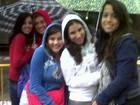 Fãs de Demi Lovato encaram chuva à espera da cantora em São Paulo