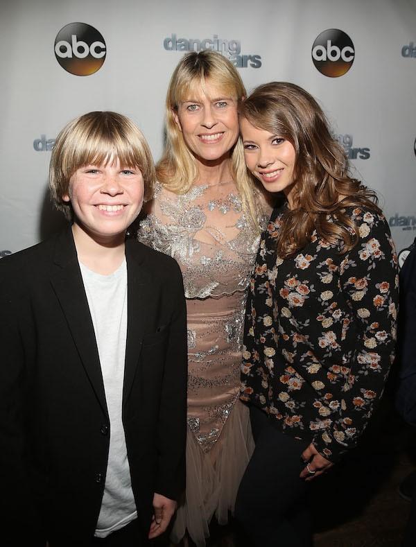 Terri Irwin e seus dois filhos com o apresentador Steve Irwin (Foto: Getty Images)