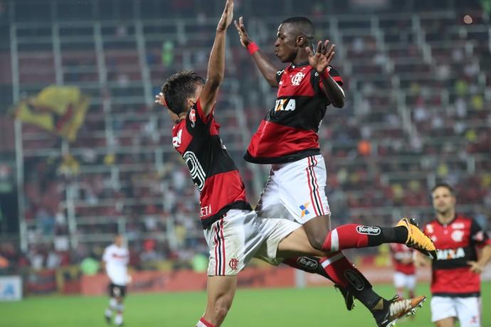 Vinicius Junior e Lucas Paquetá Flamengo x Atlético-GO (Foto: Gilvan de Souza/Flamengo)