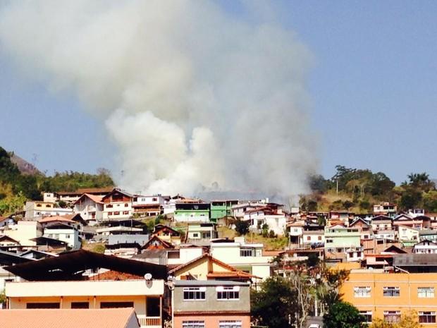 Incêndio pode ser visto do outro lado da cidade (Foto: Lucas Costas/InterTV)