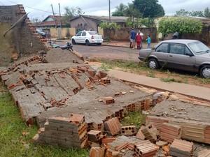 Chuva causou vários danos em Panorama (Foto: Betto Lopes/TV Fronteira)