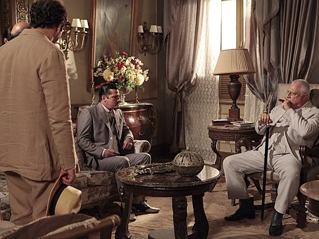 Nacib pede ajuda de Ramiro para convencer Tonico a provar falsidade de documento (Foto: Gabriela/TV Globo)