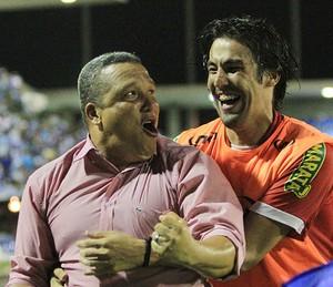 Givanildo e Leandro Kível comemoram no Rei Pelé (Foto: Ailton Cruz/Gazeta de Alagoas)