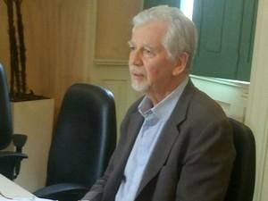 José Fortunati concede entrevista coletiva para falar do 13° dos funcionários (Foto: Jonas Campos/RBS TV)