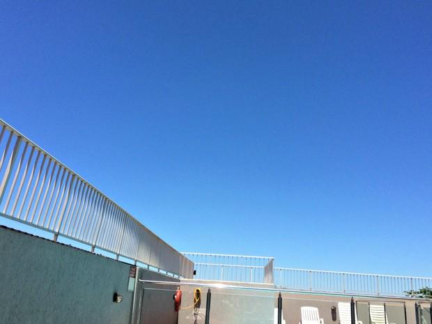 Céu azul e altas temperaturas em Campo Grande nesta quinta-feira (Foto: Isabela Cavalcante/G1 MS)