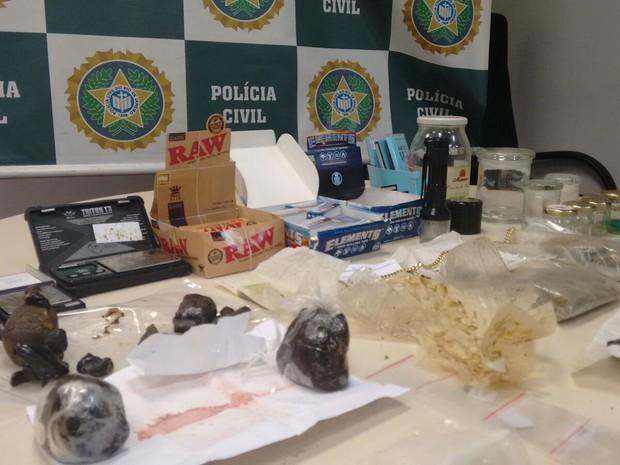 Drogas apreendidas com Patrick Rubio, em casa, em Ipanema (Foto: Divulgação/Polícia Civil)