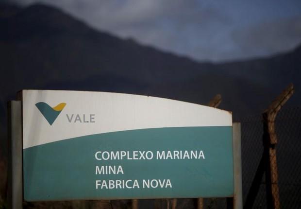 Placa na entrada na mina de minério de ferro Fabrica Nova  em Mariana, que pertence à Vale (Foto: Ricardo Moraes/Arquivo/Reuters)